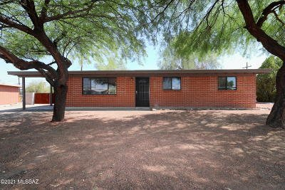 Tucson Single Family Home Active Contingent: 8141 E Beverly Street