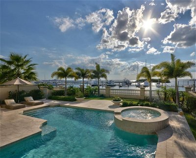 Tampa Single Family Home For Sale: 5901 BEACON SHORES STREET