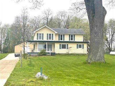 Jonesville MI Single Family Home Active Contingent: $275,000