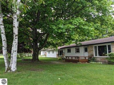 Central Lake MI Single Family Home Active U/C Taking Backups: $219,000