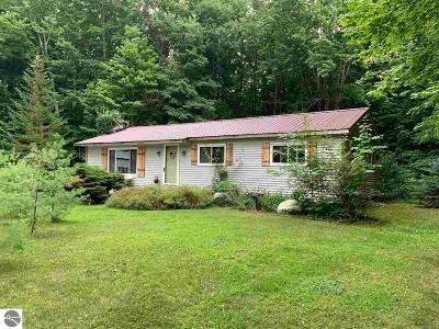 Kalkaska County Single Family Home For Sale: 418 Plum Valley Road