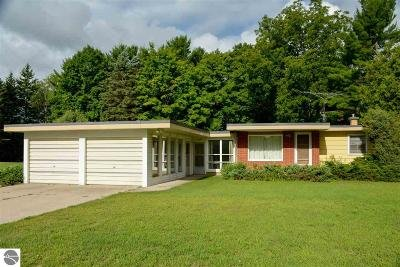 Traverse City Single Family Home For Sale: 3479 Veterans Drive