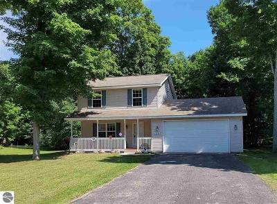 Traverse City Single Family Home For Sale: 2261 Grouse Drive