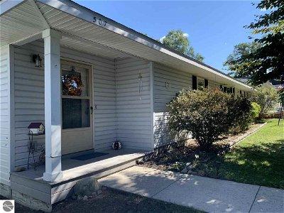 Elk Rapids Single Family Home For Sale: 507 Cedar