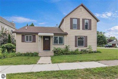 Elk Rapids Single Family Home Active U/C Taking Backups: 517 Pine Street