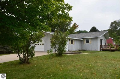 Central Lake Single Family Home For Sale: 8127 Ridge Drive