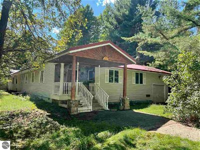 Bellaire Single Family Home For Sale: 5547 Grass River Road