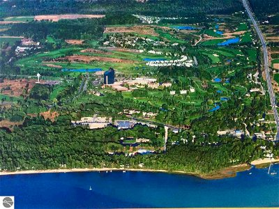 Golfview, The Shores, Cottage Glens, Golf Crest Condominium, Grand Traverse Golfview, Grand Traverse Hilltop Condo, Grand Traverse Resort & Spa, Grand Traverse Valleyview Cond, Hilltop Condominiums, Singletree I, The Shores, The Shores Condominiums, Wolverine Heights Condo For Sale: 5018 W Valleyway Drive #59