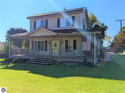Central Lake MI Single Family Home Active U/C Taking Backups: $150,000