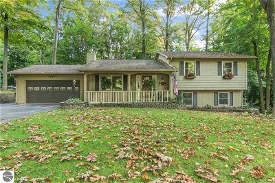 Traverse City Single Family Home For Sale: 2882 English Woods Drive