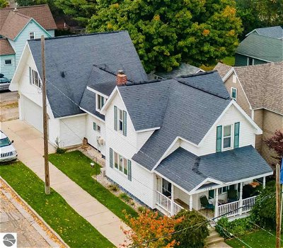 Traverse City Single Family Home For Sale: 1228 S Union Street