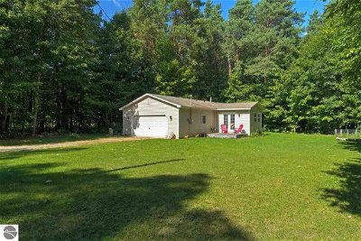 Grand Traverse County Single Family Home For Sale: 11960 Smokey Trail