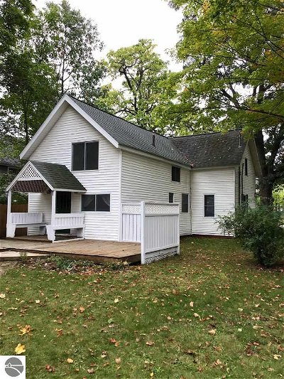 Grand Traverse County Single Family Home For Sale: 809 E Eighth Street