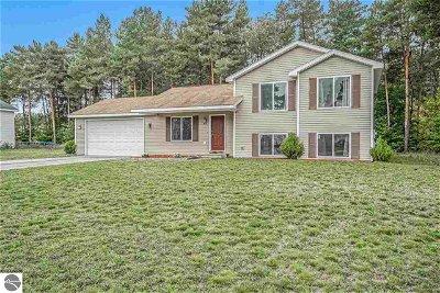 Grand Traverse County Single Family Home For Sale: 3012 Crimson Ranch Lane