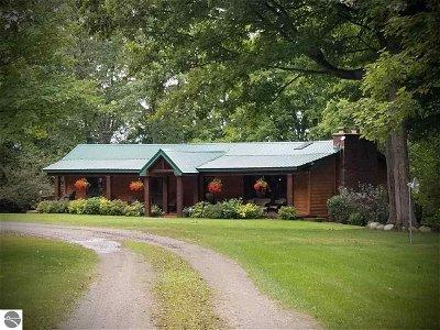 Kalkaska County Single Family Home For Sale: 5471 NW Ridgeview