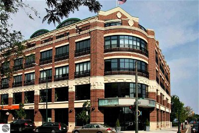 Grand Traverse County Condo For Sale: 101 N Park Street #405