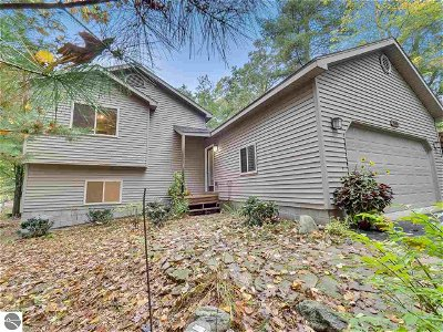 Grand Traverse County Single Family Home For Sale: 509 Shelly B Lane