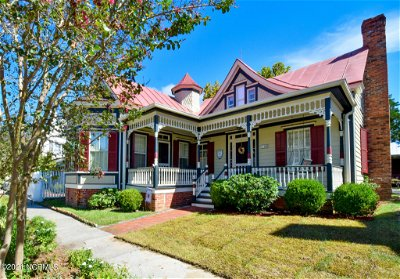 Beaufort NC Single Family Home Pending With Showings: $715,000